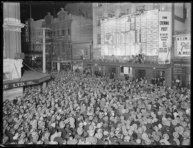 William Hall Raine Crowd in Willis Street, Wellington, awaiting the results of the 1931 general election, 1931