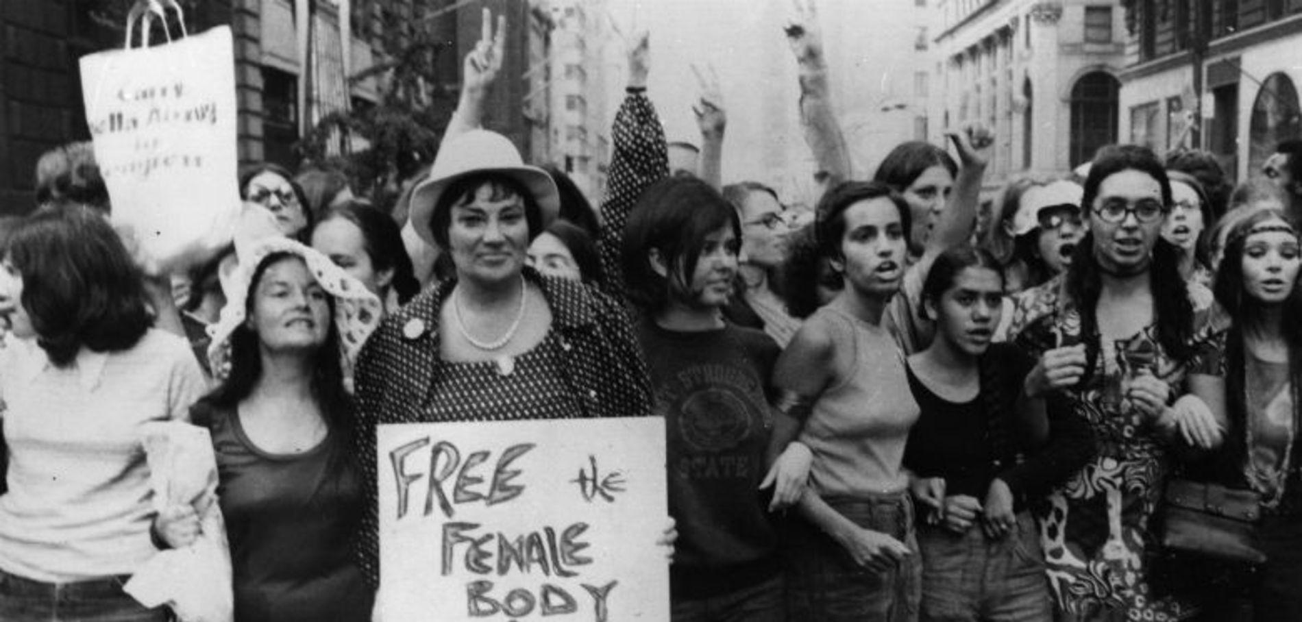 et-les-feministes-brulerent-leurs-soutiens-gorge_exact1900x908_l